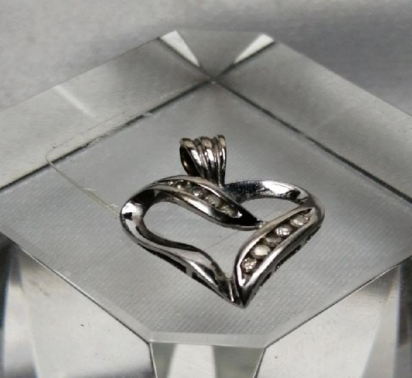 Colgante oro blanco 9k y diamantes