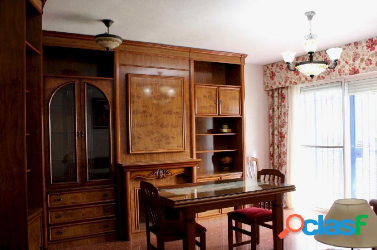 Vivienda de 4 dormitorios con plaza de garaje y trastero en Plaza de la Albolafia 1