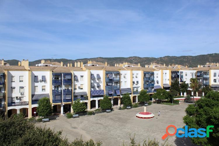 Vivienda de 4 dormitorios con plaza de garaje y trastero en Plaza de la Albolafia 3