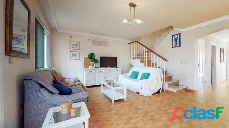 Adosado de 5 dormitorios en venta en famoso urbanización Olimar, Mijas Costa 1