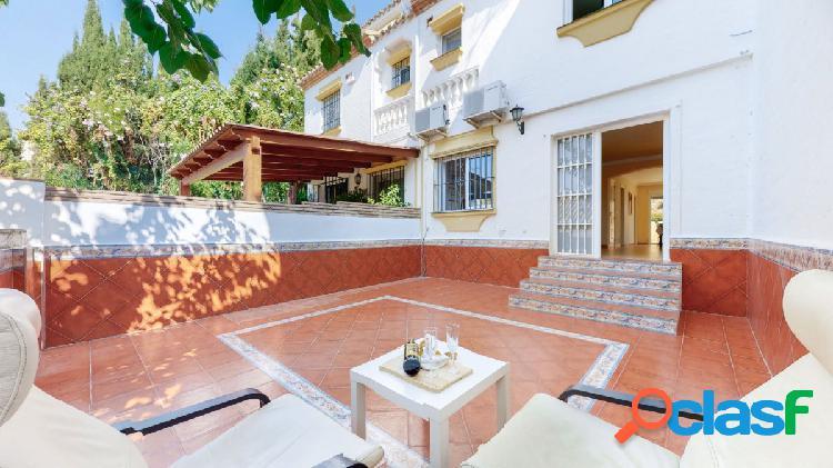 Adosado de 5 dormitorios en venta en famoso urbanización Olimar, Mijas Costa 2