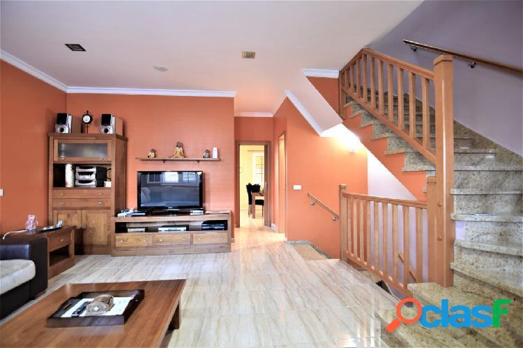 ¡¡ OPORTUNIDAD!! Se vende preciosa casa de tres plantas tipo dúplex alta calidad y magnifico precio. 3