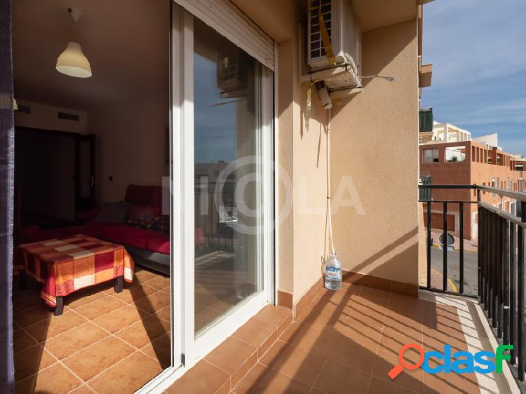 Apartamento con 3 dormitorios y 2 baños en vera (almería)