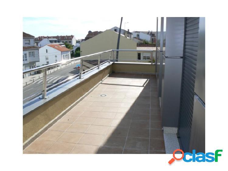 Ático dos habitaciones con terraza y vistas.
