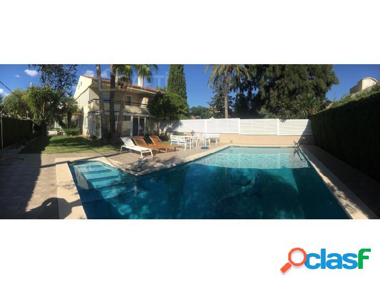 Gran casa con pisina individual en la mejor zona de vilafortuny
