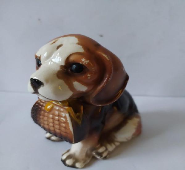 Antiguo perro de porcelana perro con bolso en boca.