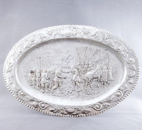 Bandeja decorativa de gran tamaño, en plata. españa. siglo
