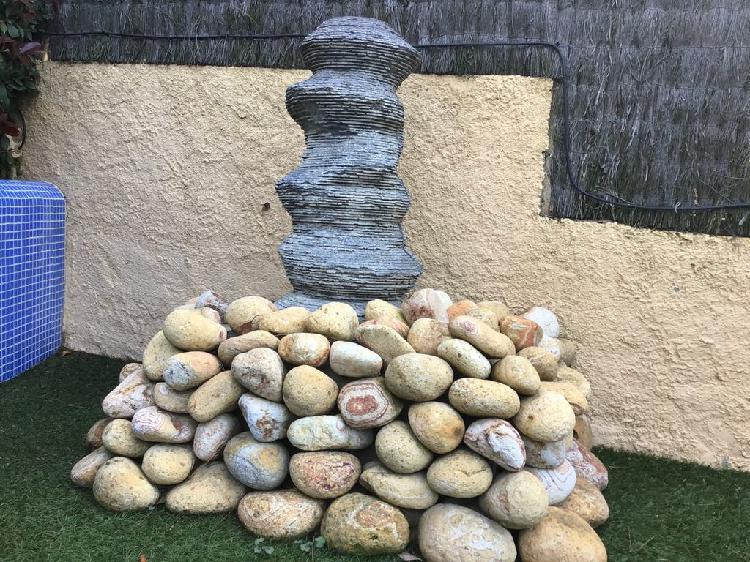 Fuente piedra color negro moderna nueva