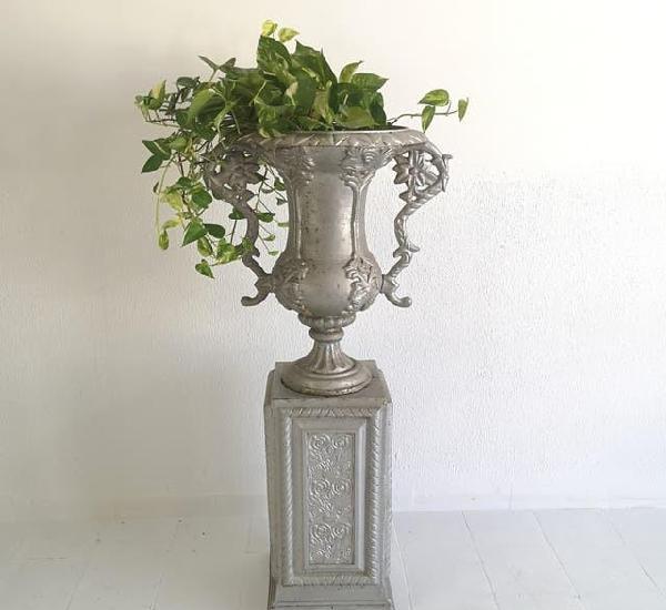 Gran copa urna de jardin vintage con pedestal en hirro