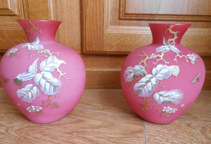Juego de dos jarrones de opalina rosa
