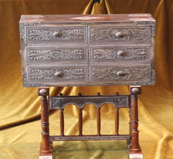 Mueble joyero, madera, terciopelo y plata, 46 x 31,5 x 13,5