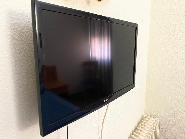 """Televisión samsung 24"""" led hd con soporte pared"""