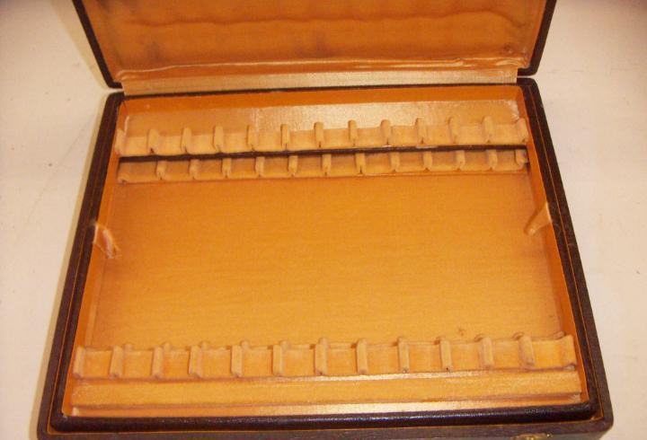 Vieja caja para cubiertos doble estante vacia de la marca