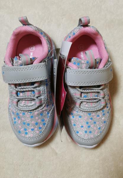 Zapatos deportes a estrenar num 23 niña