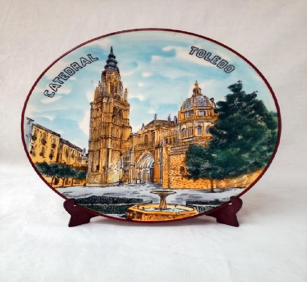 Catedral de toledo pintada a mano. plato