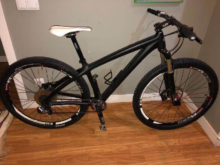 Vendo bici mtb de carbono niner 11v talla m
