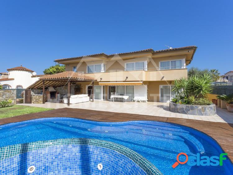 ✔ 795.000 € (▼858.000 €) Casa de 4 dormitorios con piscina