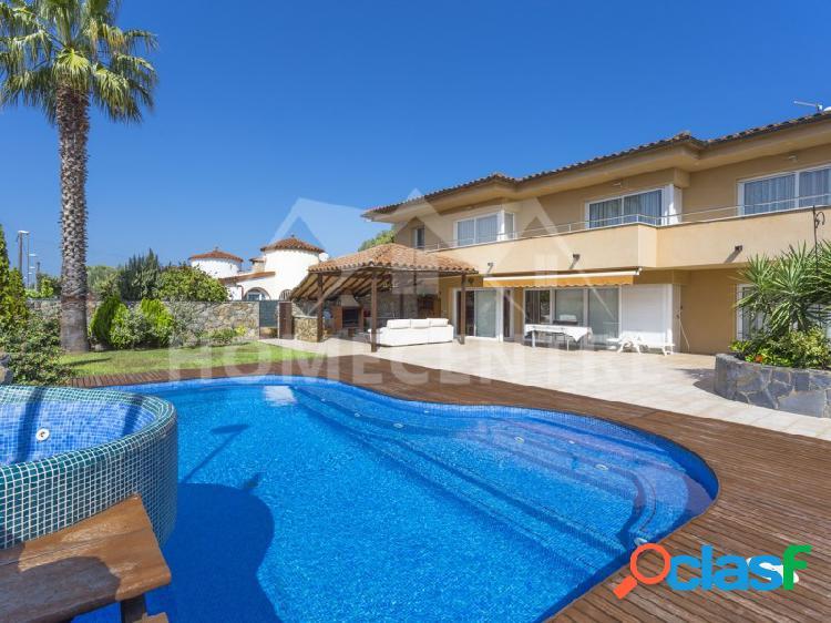 ✔ 795.000 € (▼858.000 €) Casa de 4 dormitorios con piscina 1