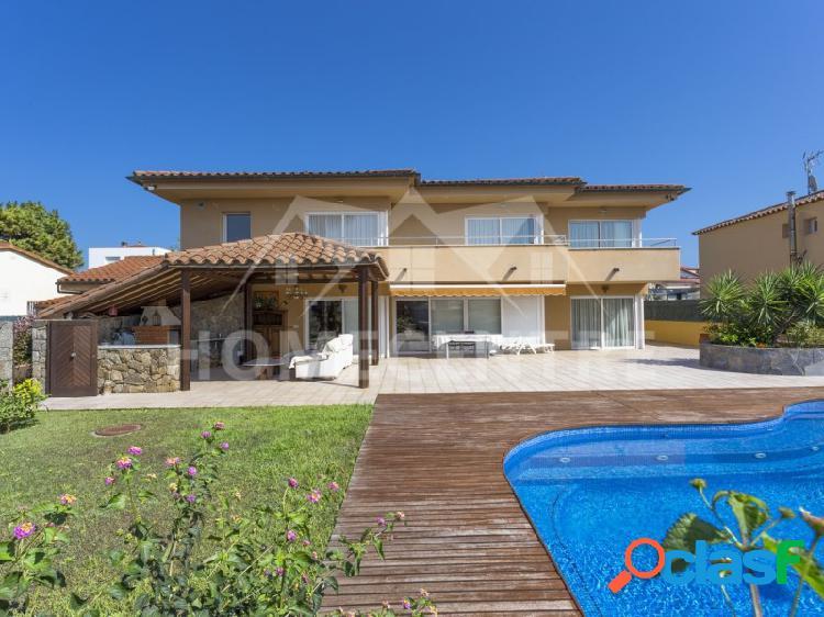 ✔ 795.000 € (▼858.000 €) Casa de 4 dormitorios con piscina 2