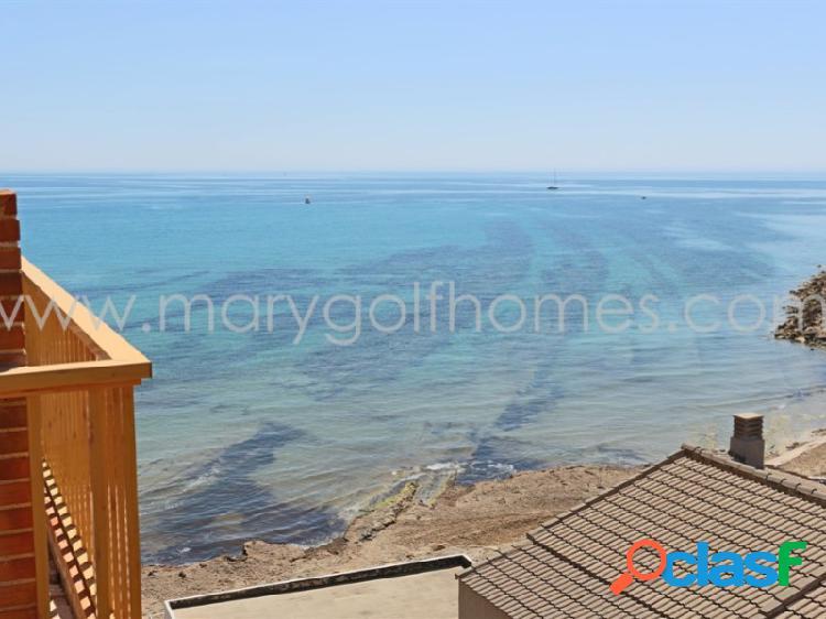 Vistas al mar, orientación sureste y acceso directo a la playa