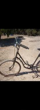 Bicicleta clásica a restaurar,