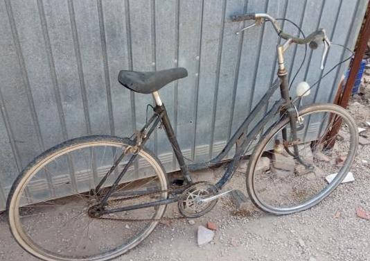 Bicicleta clásica a restaurar