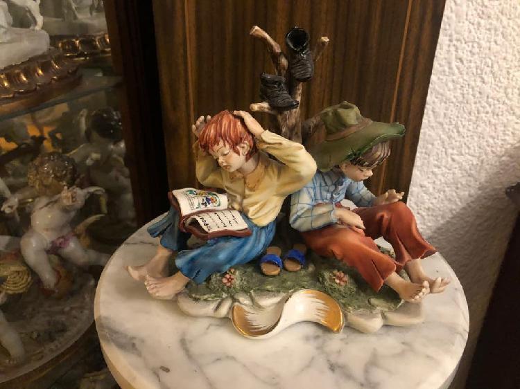 Niños leyendo. porcelana de nápoles. capodimonti.