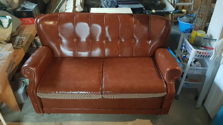 Se vende sofá cama de cuero vintage!