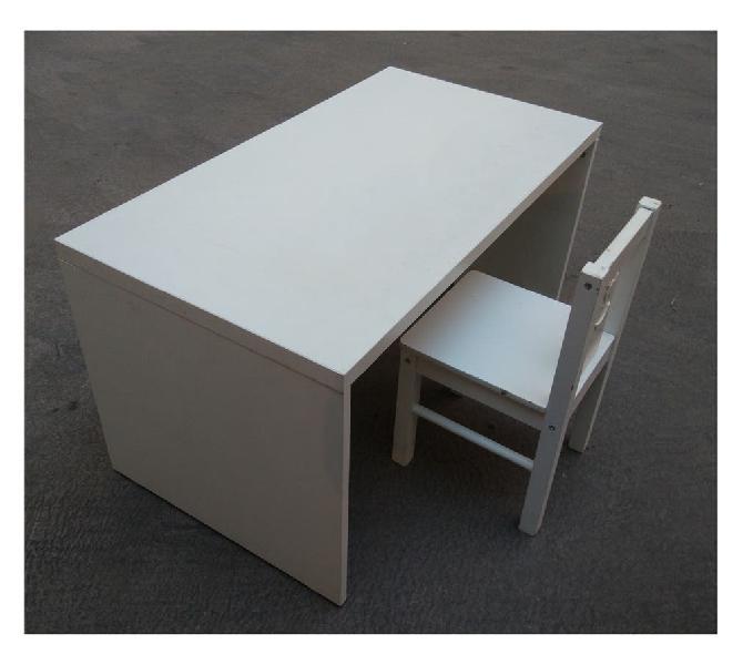 Práctica y cómoda mesa de niño/a hasta 6 años. se