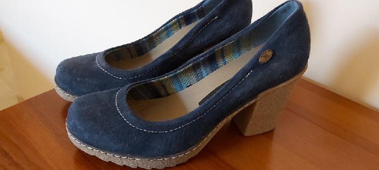 Zapatos ante azul