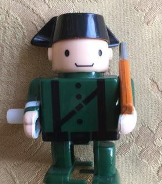 Guardia civil de juguete a cuerda