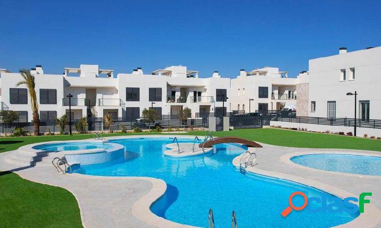 Bungalow 3 dormitorios 3 baños con jardín y solarium en residencial aguas nuevas torrevieja