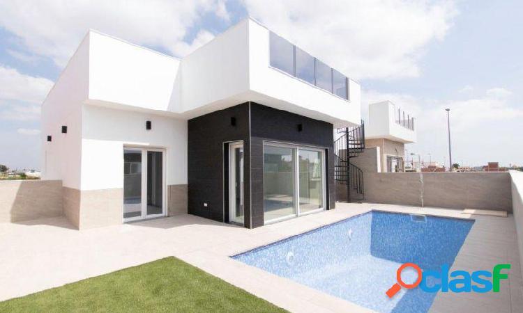 Villa independiente en una planta, 3 dormitorios, 2 baños, piscina privada en daya nueva