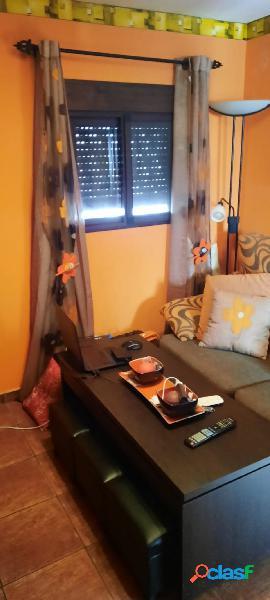 Vivienda totalmente reformada, la vivienda consta de 2 dormitorios junto a todos los servicios.