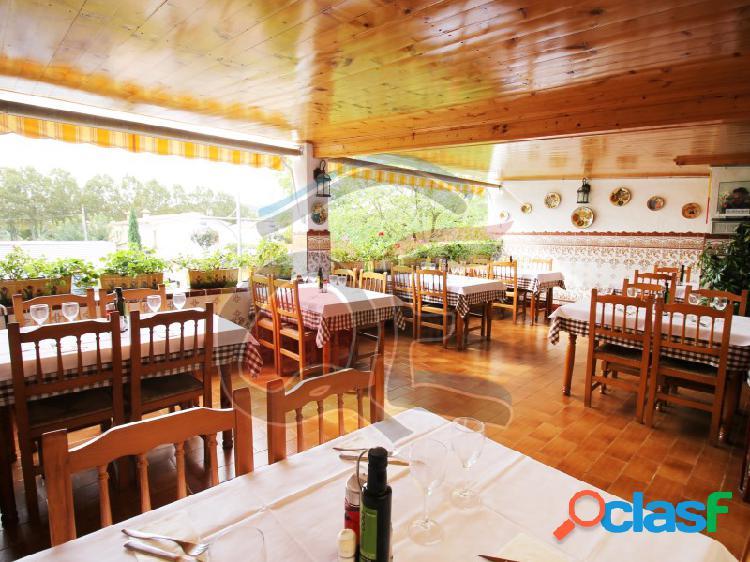 Restaurante, bar y vivienda en el mismo centro de castell d'aro.