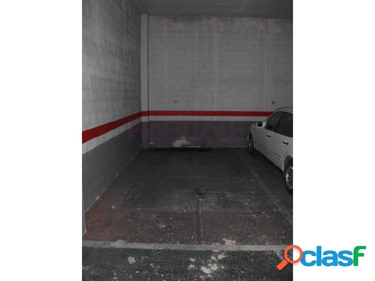 Estupenda plaza de garaje en planta baja con fácil acceso y pasillo de circulación y maniobra mu ancho plaza de garaje de 2.84 x 5.60 y con puerta de acceso de 2.3 de alto x 3 de ancho