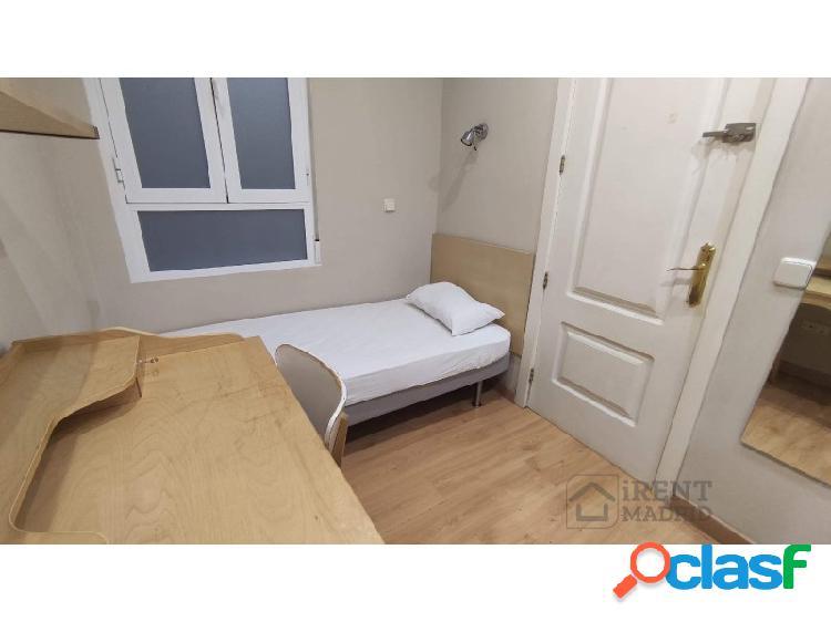 Habitación con baño privado y gastos incluidos, para mujeres, en Barrio Salamanca 1