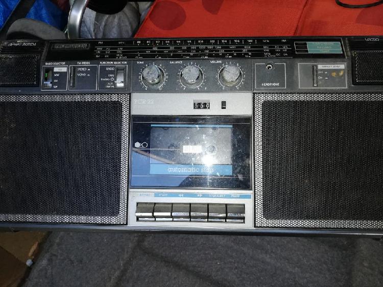 Antigua radio cassette telefunken pcr 22