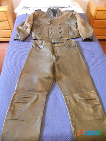 Traje de piel de diseño roquero años 80