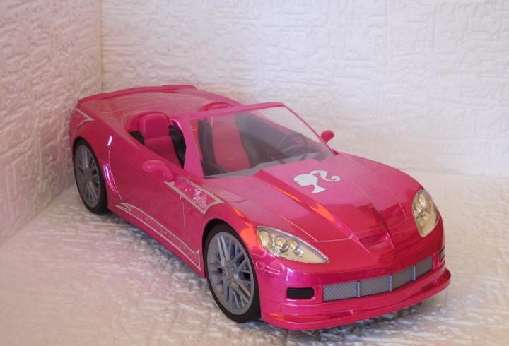 Barbie cohe descapotale corvette. largo 42cm ancho 18 cm.
