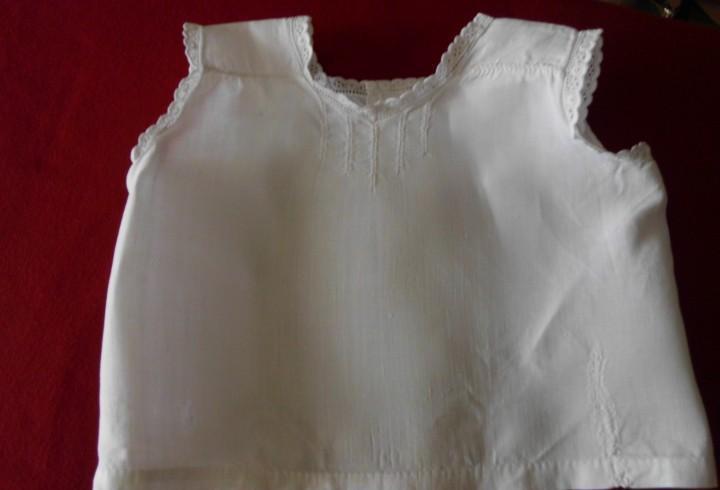 Camisa interior de algodón con bordados y puntilla para