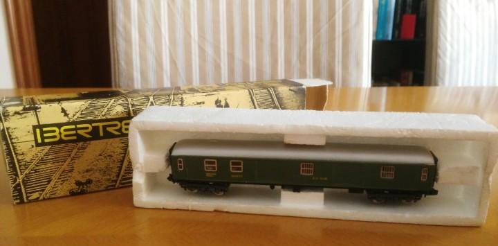 Ibertren vagon verde correo n