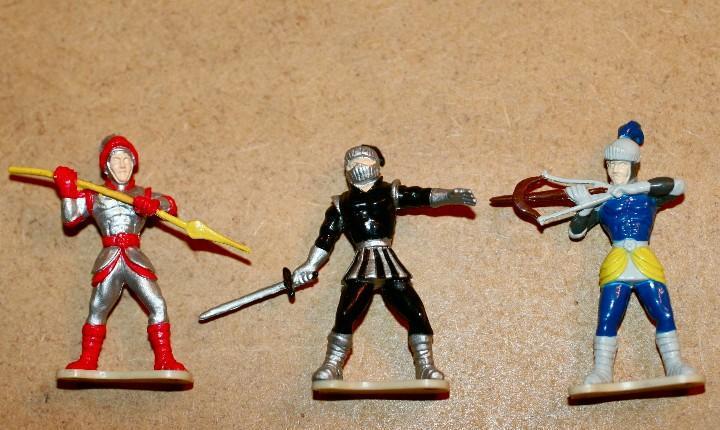 Oferta: 3 figuras, popular de juguete, pdj, exin castillos.