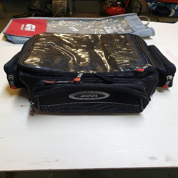 Bolsa equipaje sobre depósito givi