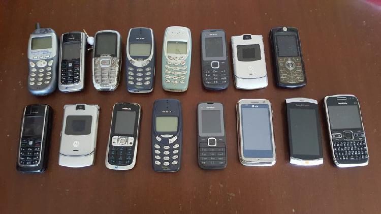 Pack de móviles antiguos