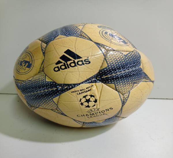 Balón adidas capitano, real madrid. roto, pierde aire.