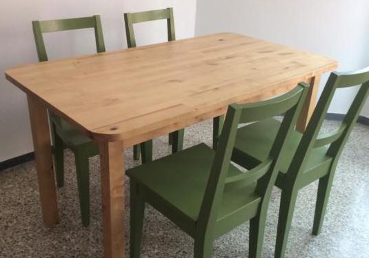 Mesa de madera maciza y 4 sillas