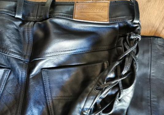 Pantalón cuero trenzas laterales