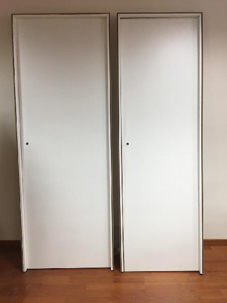 Dos puertas blancas nuevas