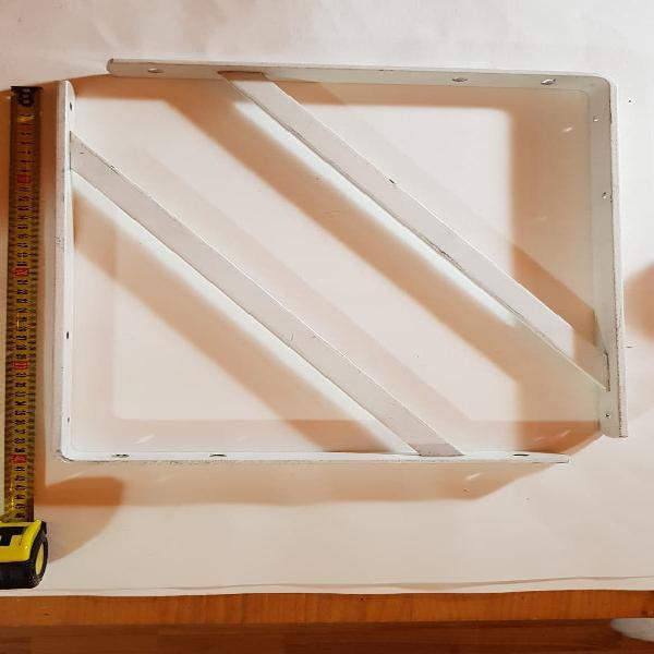 Escuadras acero blancas. medidas 40x27 cms